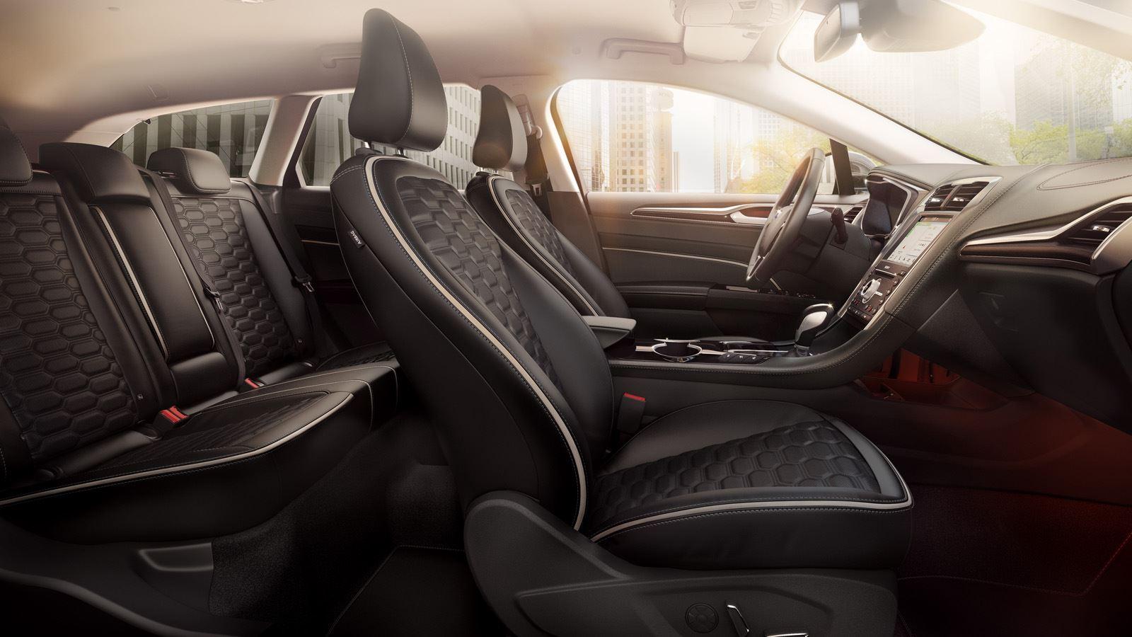 Ford Mondeo Hybrid Wagon interieurfoto1 1600x900px
