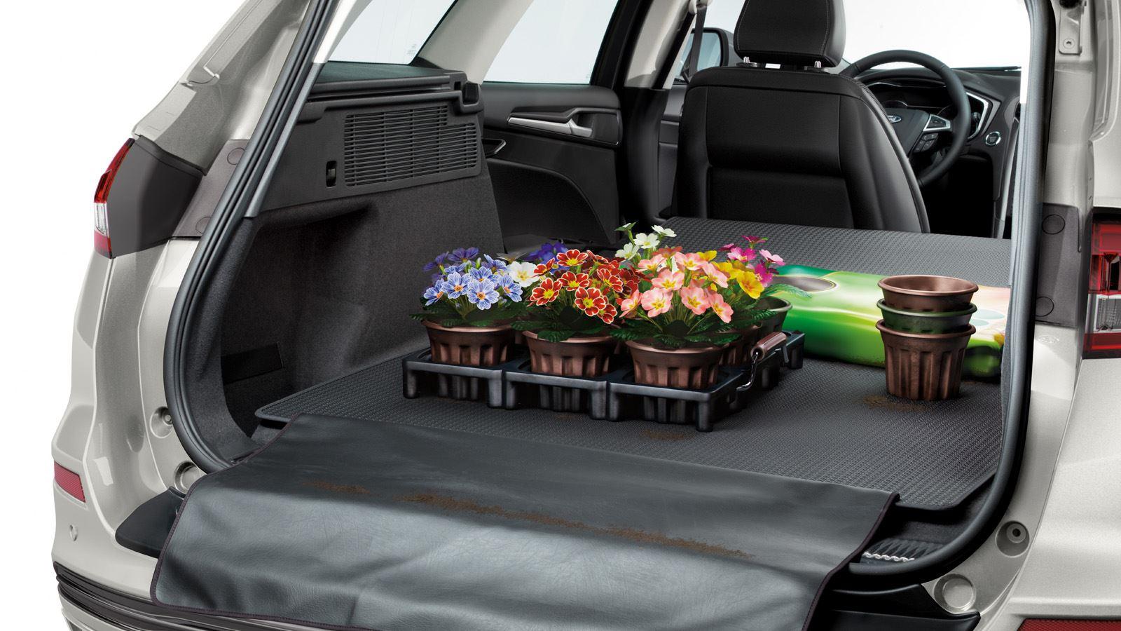 Ford Mondeo Hybrid Wagon interieurfoto4 1600x900px