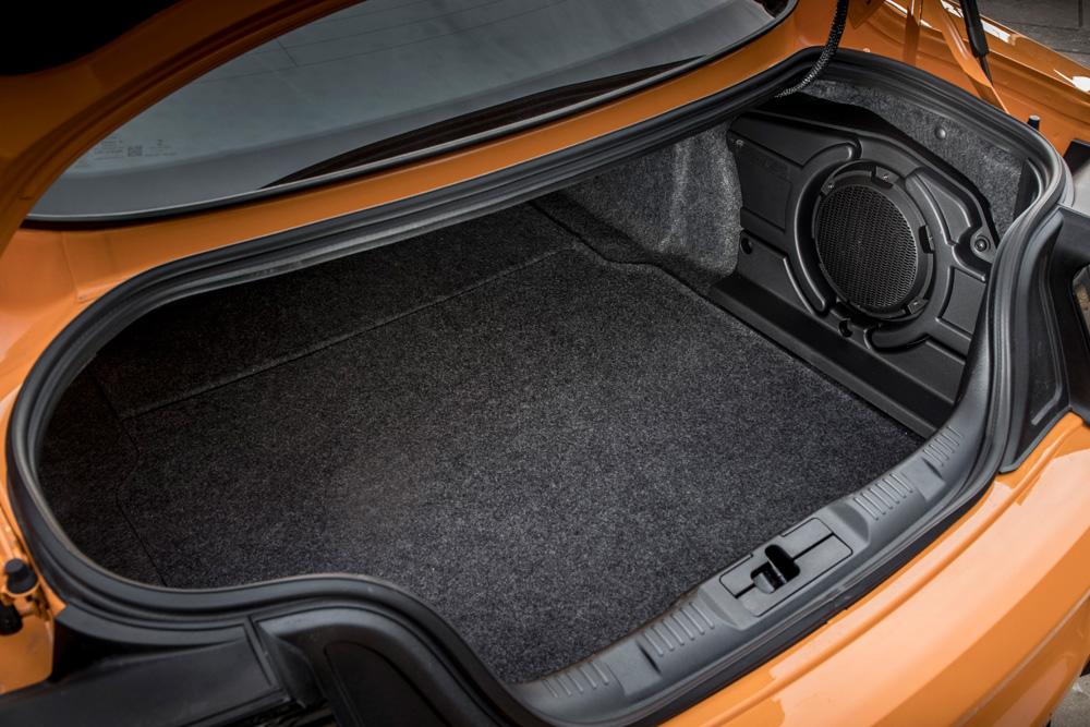 Ford-Mustang-de-achterbak