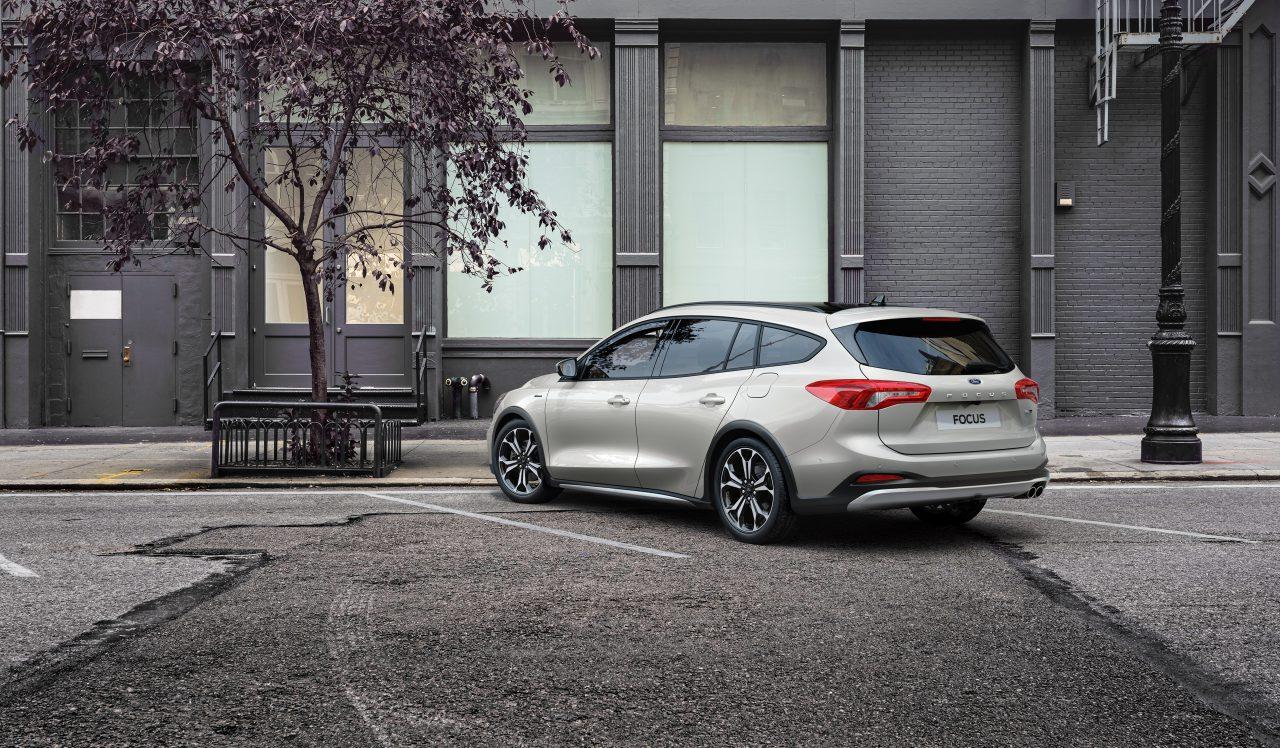 Ford-Focus-Hybrid-station