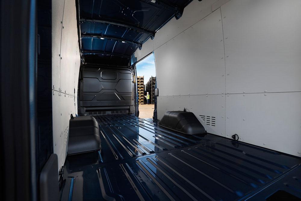 FORD-TRANSIT-5-Ton-gesloten-bestel-binnenkant-schuifdeur