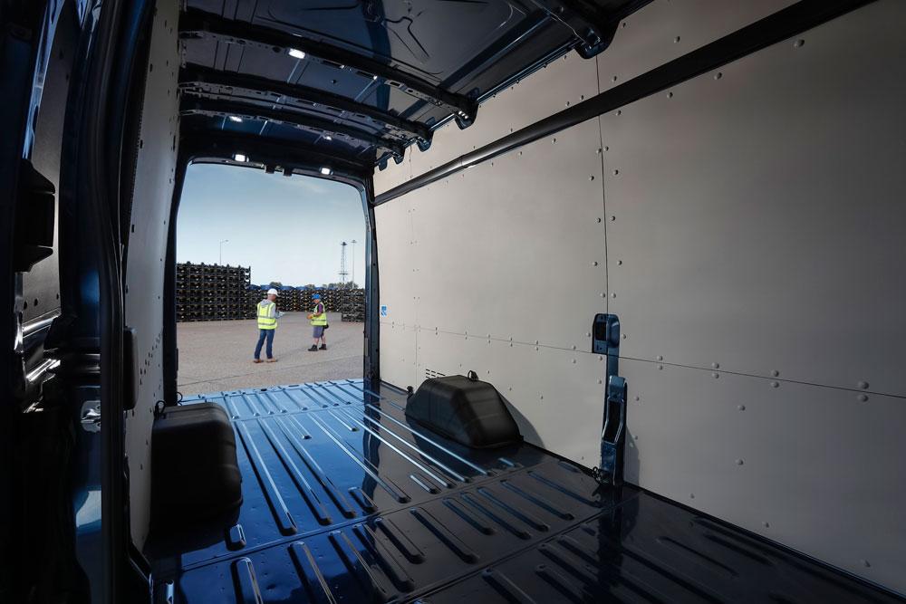 FORD-TRANSIT-5-Ton-gesloten-bestel-binnenkant